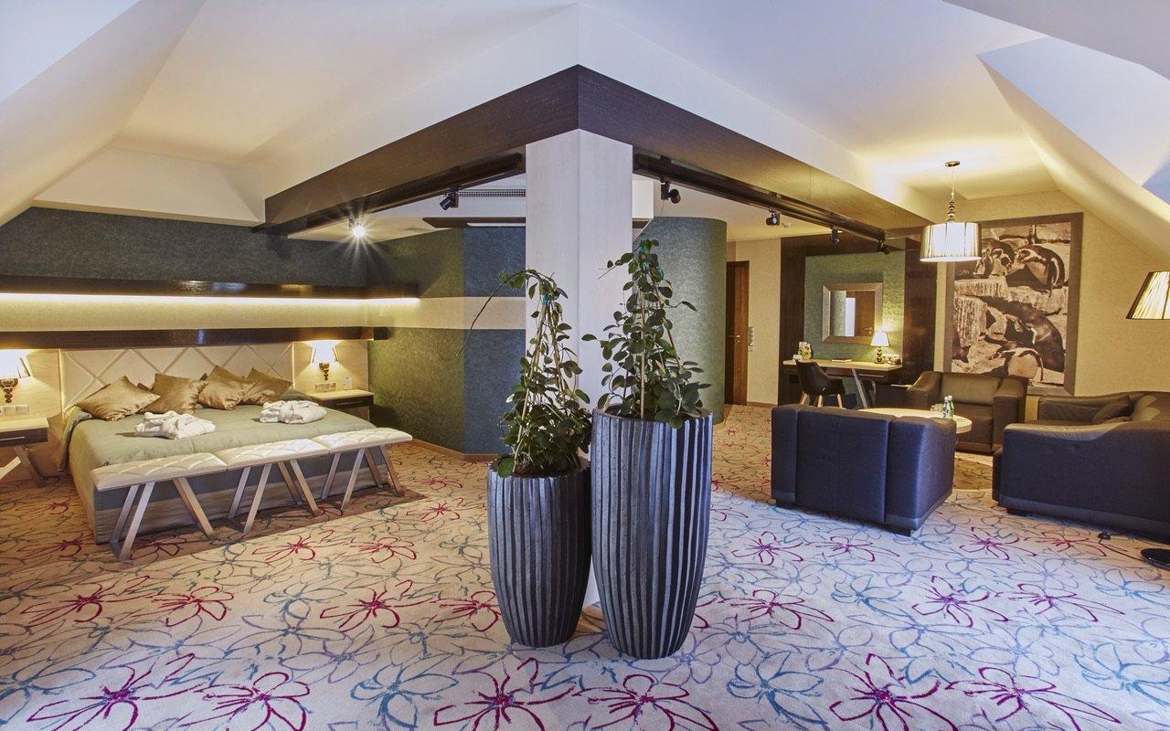 Czarny_gron_hotel_pokoj_2
