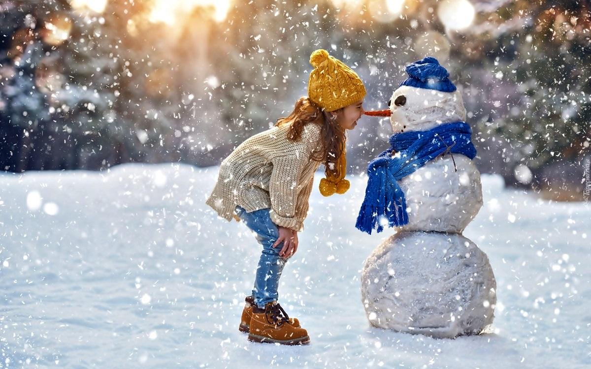 250055_zima_snieg_balwan_dziecko_dziewczynka