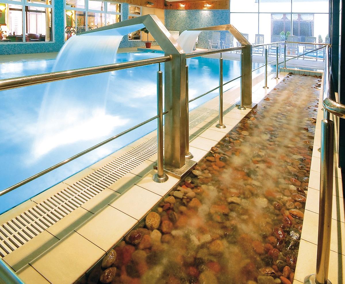Trimm-dich-pfad zum Wasserfußmassage-Schwimbad