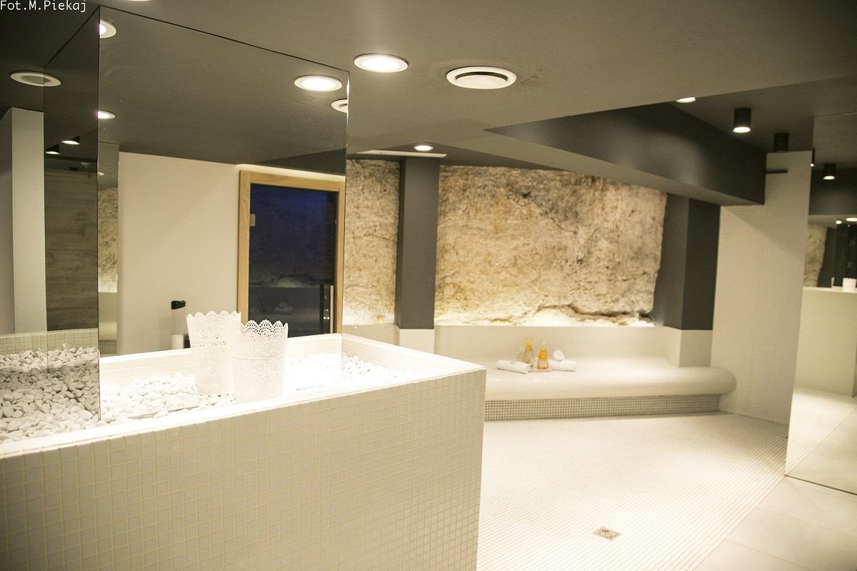 strefa saun – naturalna wapienna skała 3
