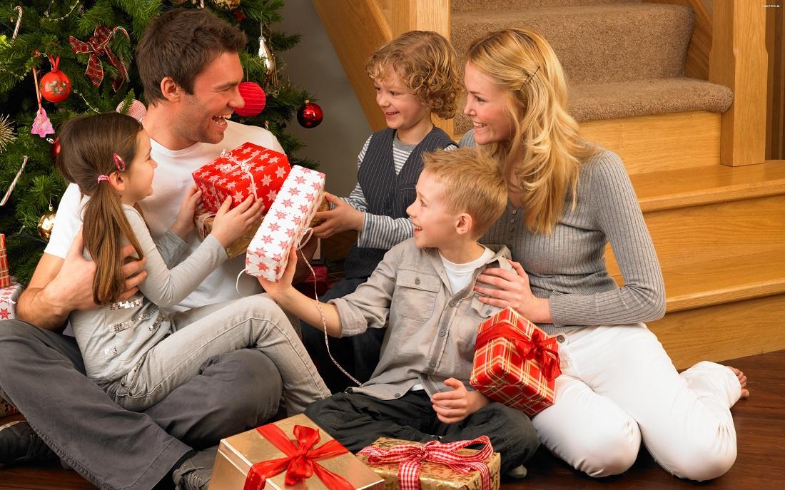 swieta__boze_narodzenie__christmas_5120x3200_053_rodzina__prezenty__choinka