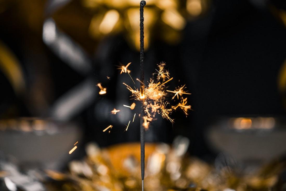 burning-celebration-sparkler_4460x4460_028fecb0-3edb-4ea0-adc4-120480ae21be_1200x1200